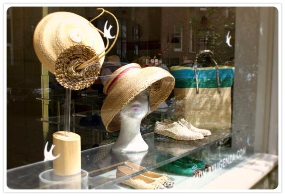 gabriela_ligenza_shop_window_shoes